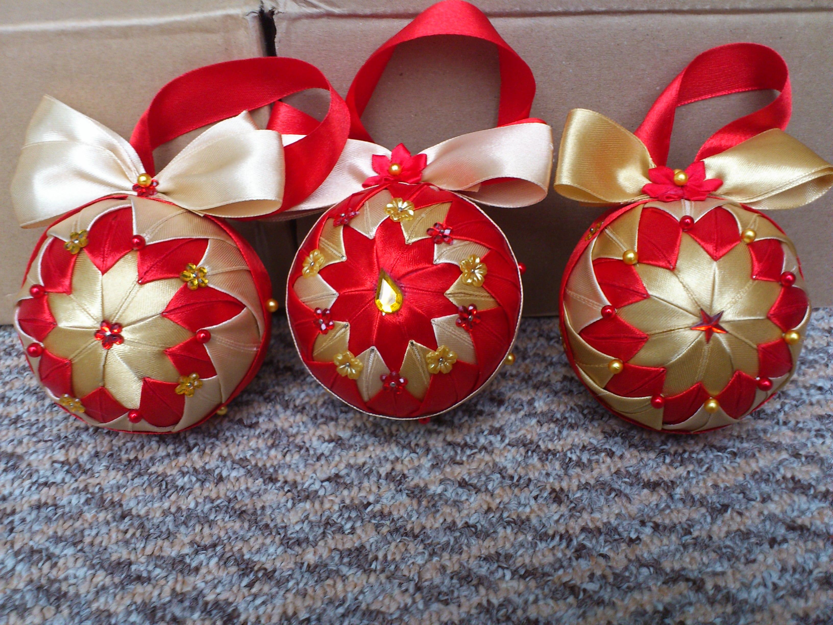 Hcd003 christmas baubles red handmade christmas for Unique xmas decorations