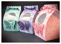 9. Buttercups - Cupcake Wrappers cupcake box