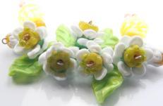 9. Izzy beads daisies