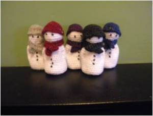 2. ITCHY CROCHET ~ Item 1 Snowmen